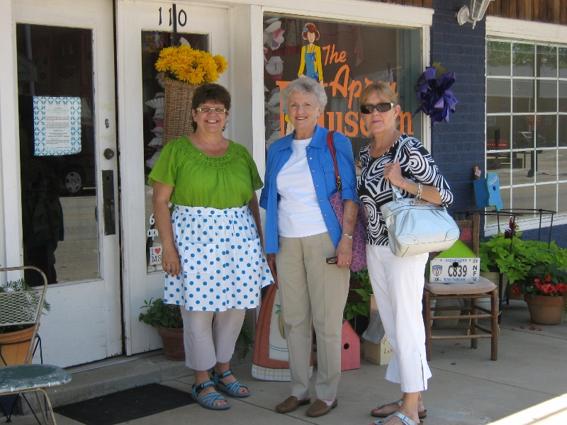 Carolyn, Frances, and Marilyn on arrival at Apron Museum